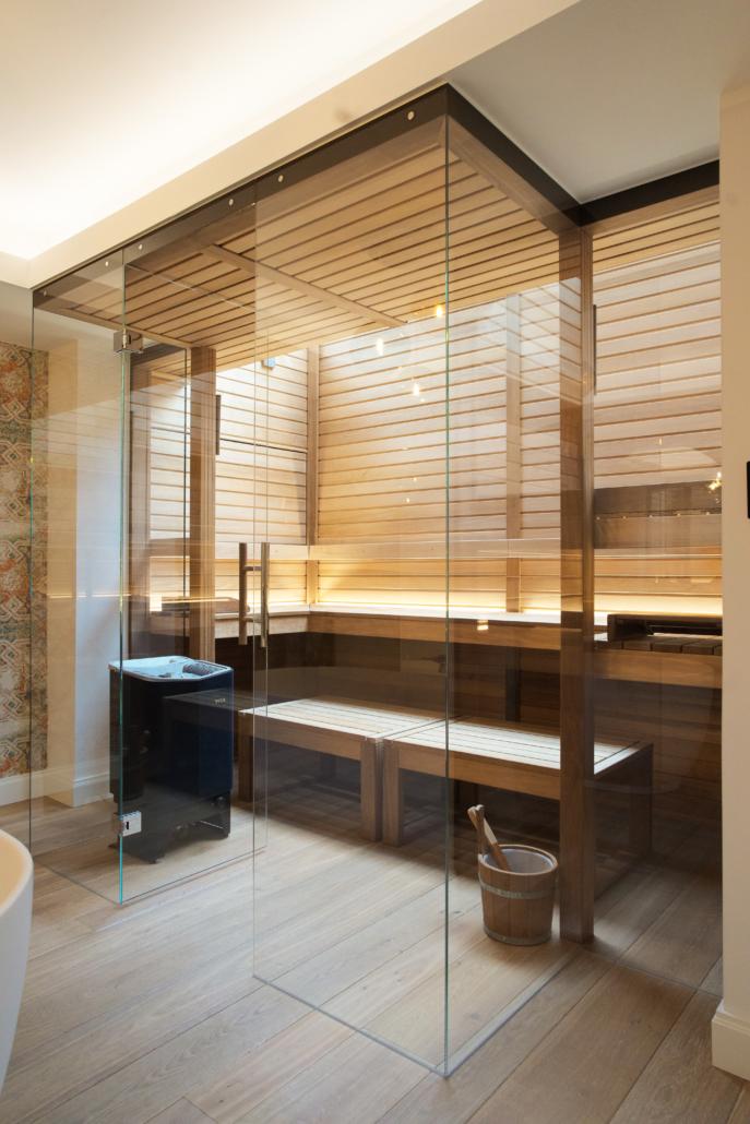 Bild Sauna mit Glasfront modern schräg