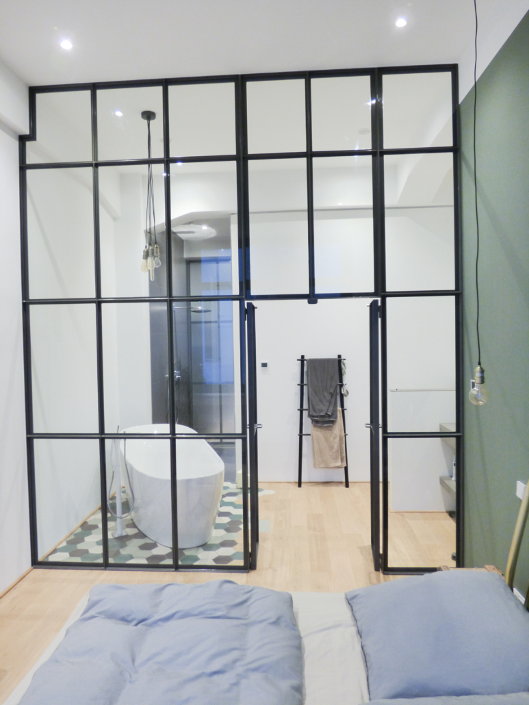 Große Trennwand Bad Schlafzimmer aus Glas
