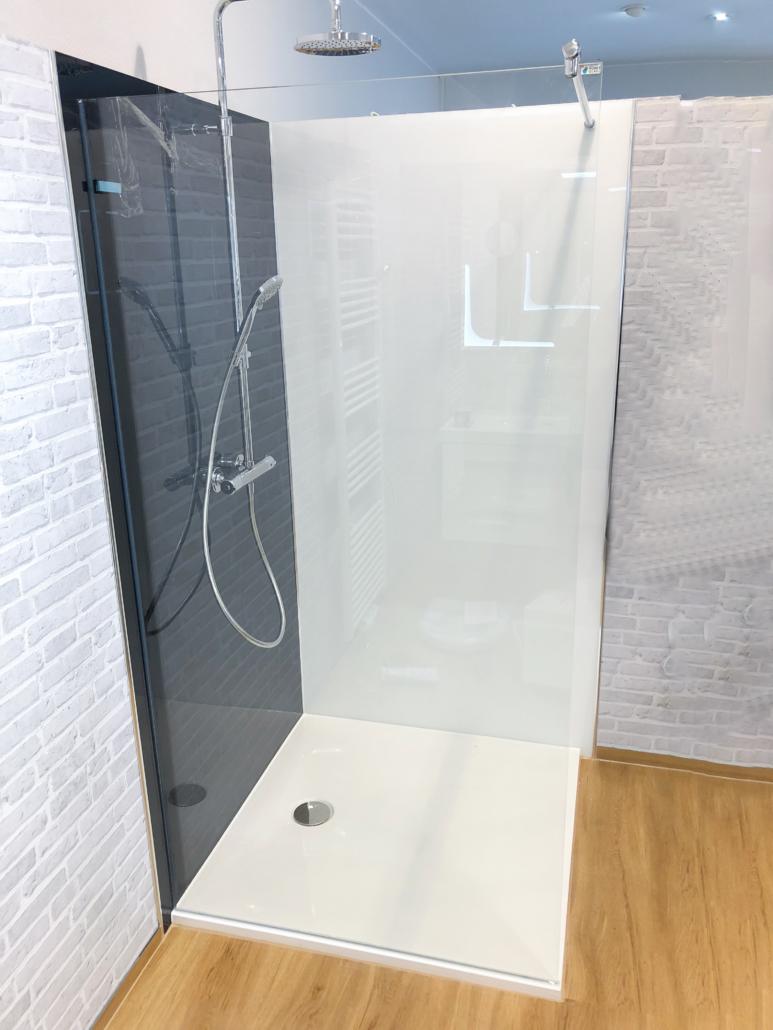 Echtglasdusche Glasrückwand weiß schwarz