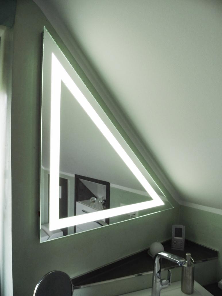 Spiegel Dreieck beleuchtet