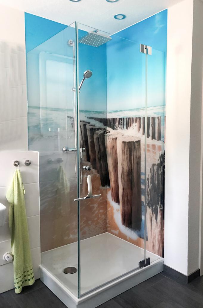 Dusche mit Glasrückwand Strand